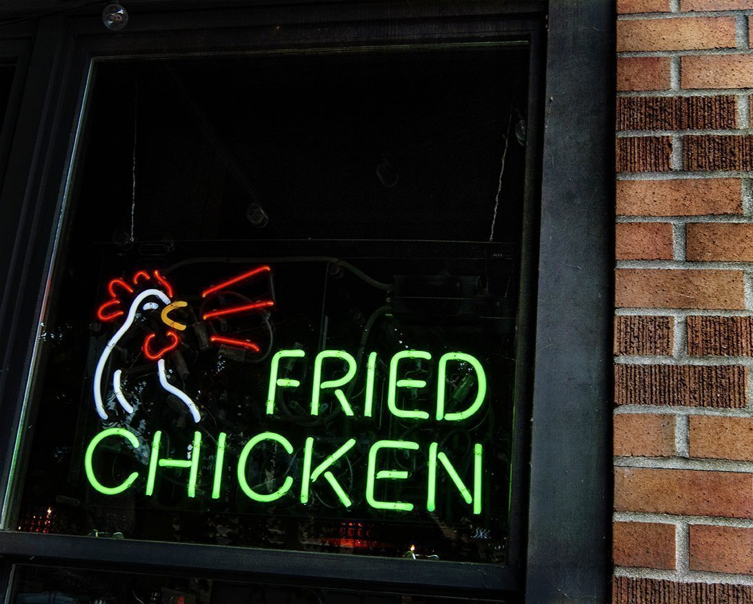 Neon sign of a chicken and the words fried chicken